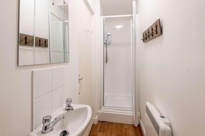 12B Tapton House Road Shower Room.jpg